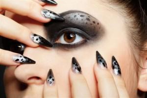 Make up passend zur Maniküre wählen